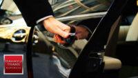 pengemudi rental mobil ramah profesional